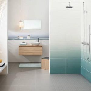 Seria Degrade zainspirowana jest przejściem między bielą a niebieskimi odcieniami. Fot. Villeroy&Boch.