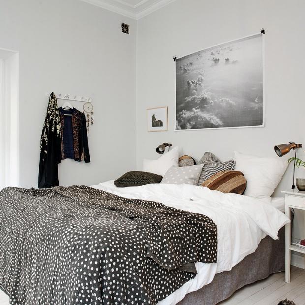 Piękna, jasna sypialnia. Tak ją urządzisz w skandynawskim stylu