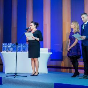 Laureatów konkursu Łazienka - Wybór Roku 2015 powitała Marta Borowska, redaktor naczelna czasopism i portali branżowych Wydawnictwa Publikator. Galę wręczenia nagród poprowadził Marek Ciunel. Fot. Paweł Ławreszuk.