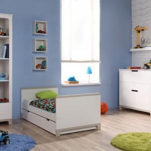 Dzieci szybko rosną, dlatego kupując meble trzeba pamiętać, by wybierać zestaw trochę na wyrost. Zapas kilku centymetrów ważny jest szczególnie w przypadku łóżka, które musi zapewniać zdrowy sen. Fot. Pinio.
