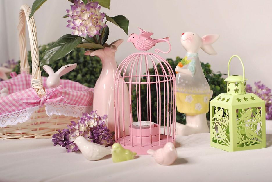 Specjalnie na Wielkanoc Empik przygotował kolekcję Pastelowe Święta, w której można znaleźć porcelanowe figurki kurcząt, ptaszków i zajączków, a także urocze kubki i filiżanki. Wszystko utrzymane w świeżej, pastelowej kolorystyce. Fot. Empik.