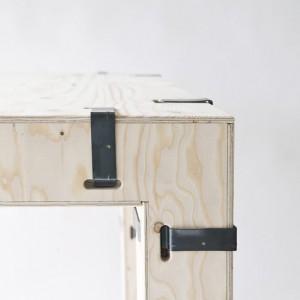 Drewniane elementy są ze sobą łączone za pomocą stalowych zszywek. Fot. Zieta Prozessdesign.