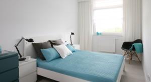 Wąskie i długie pomieszczenia są trudne do urządzenia. Doskonale sprawdzają się jednak w roli przytulnej sypialni. Zobacz, jak urządzić niewielką przestrzeń.