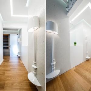 Jasne ściany witają domowników połyskującymi kryształkami Swarovskiego, wkomponowanymi w ich powierzchnie. Równie efektownym akcentem jest oryginalna lampa na ścianie. Projekt i zdjęcia: Brain Factory.