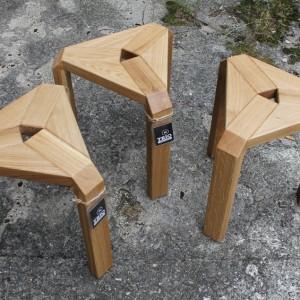 Stołki Trio wykonane z drewna dębowego. Fot. archiwum projektanta.