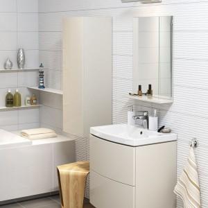 Ceramika z kolekcji Easy doskonale sprawdzi się w niewielkich łazienkach. Umywalka dostępna w zestawie z szafką. Meble mają gładkie fronty bez uchwytów, pokryte są łatwo zmywalną folią ułatwiają czyszczenie. Fot. Cersanit.