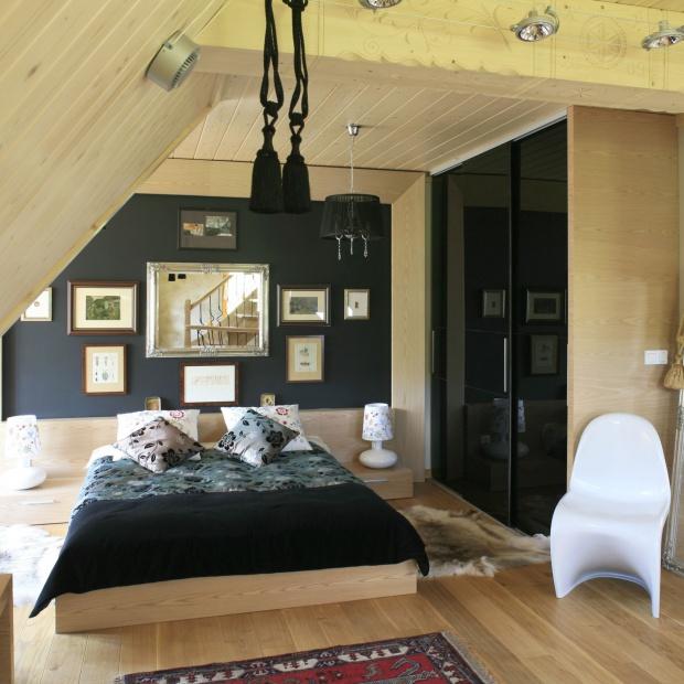 Sypialnia w drewnie. Piękne wnętrze w góralskim stylu
