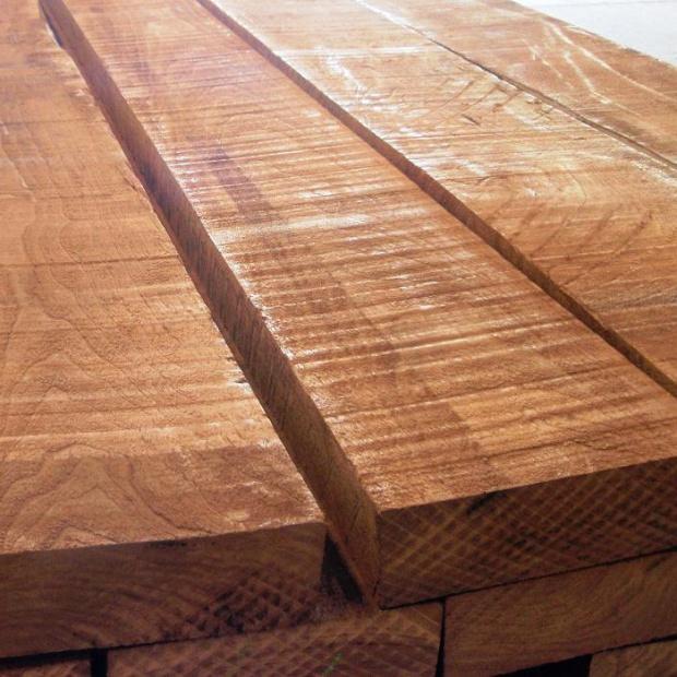 Odnawianie podłogi drewnianej – istotne kwestie