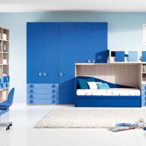 Wiele odcieni niebieskiego w jednym wnętrzu nada pomieszczeniu spokojny, ale nie nudny wygląd. Fot. Giessegi.
