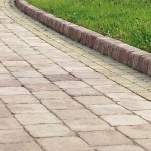 Natulit Decco Antico Natulit firmy Libet to prostokątna kostka dla zwolenników rustykalnego klimatu i stylizowanych rozwiązań. Kontrastowe kolory pozwalają na komponowanie różnorodnych wzorów nawierzchni. Fot. Libet.