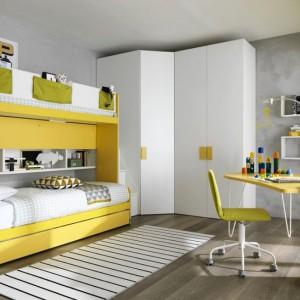 Biało, żółte meble zorganizują przestrzeń w pokoju rodzeństwa oraz efektownie go rozjaśnią. Fot. Zalf.