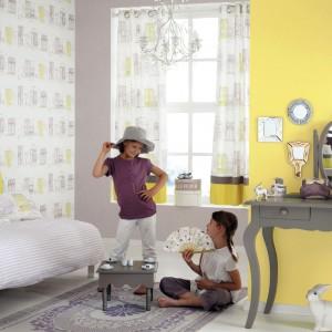 Aby nadać przestrzeni bardziej optymistyczny wygląd nie trzeba malować wszystkich ścian - wystarczy odświeżyć jedną z nich. Fot. Casadeco.