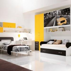Żółty kolor znakomicie wygląda w aranżacji pokoju młodego mężczyzny. Dowód na zdjęciu. Fot. Spar.