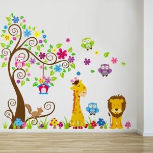 Zapraszając do pokoju żółte zwierzaki, w formie naklejek marki Bonami, sprawimy dziecku niespodziankę, a wnętrze zyska charakter małego zoo. Fot. Bonami.