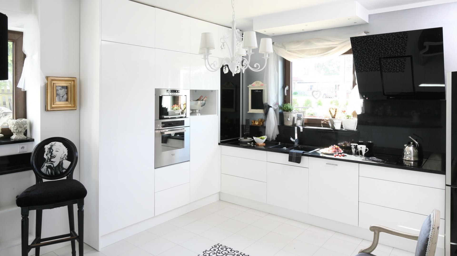 Piękna kuchnia w stylu Czarno biała kuchnia 15 eleganckich aranżacji z   -> Kuchnia W Stylu Glamour Galeria