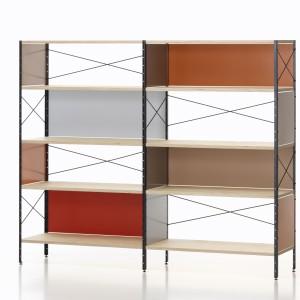 Kultowy Eames Storage Unit  jest stale dostępny w sprzedaży. Produkuje go firma Vitra.