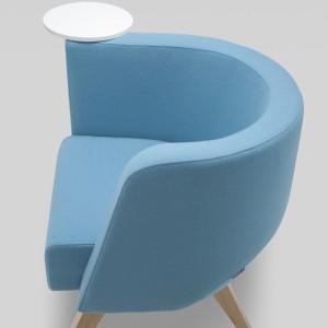 Fotel Neon sprawdzi się w poczekalniach, holach, ale również we wnętrzach domowych. Mebel wykonano ze szczególną sumiennością, precyzją i dbałością o detale. Fot. archiwum projektanta.