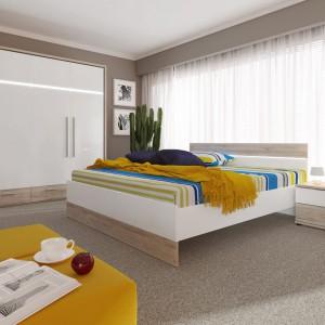 Kompaktowy zestaw Mercur marki BRW to praktyczne meble do przestronnej sypialni. W skład zestawu wchodzi pakowna szafa, łóżko oraz podręczna szafka nocna, które pozwalają na funkcjonalne zagospodarowanie pomieszczenia przeznaczonego zarówno do komfortowego odpoczynku, jak i pomysłowej organizacji garderoby. Cena: 1.999 zł. Fot. Black Red White.