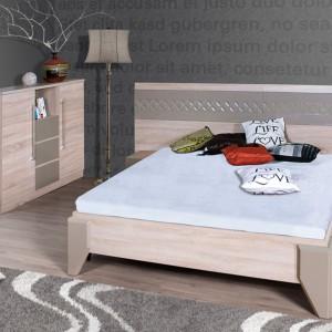 Dl2-3 to łóżko z szerokim zagłówkiem, do którego przymocowano niewielkie półki pełniące rolę szafki nocnej. Do kompletu można dokupić pasującą komodę. Cena: ok 1. 420 zł (łóżko + komoda). Fot. Marmex.