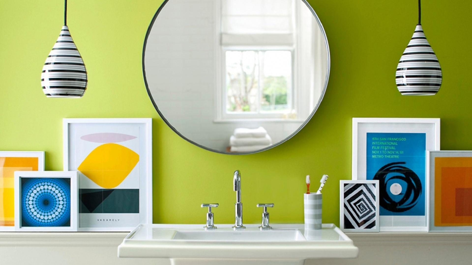 Kolorową, wodoodporną farbę na ścianach możemy zastosować od pewnej wysokości. Na zdjęciu: ściana pomalowana farbą marki Benjamin Moore. Fot. Benjamin Moore.