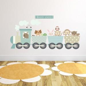 W pokoju przedszkolaka atrakcyjne powinny być nie tylko meble, ale i ściany. Duży efekt względnie niskim kosztem uzyskamy używając naklejek ściennych. Fot. Becky and Lolo.