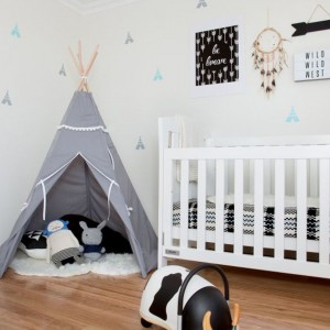 W deszczową pogodę inspiracją do zabawy może być dla przedszkolaka namiot TeePee. Fot. Little Room.
