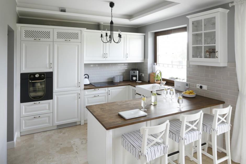 Kuchnia w stylu angielskim Górna zabudowa w kuchni   -> Inspiracje Kuchnia Z Salonem