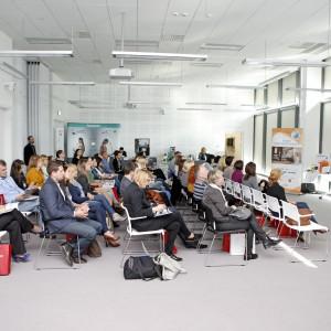 Wystąpień uważnie słuchało ok. 60 zgromadzonych uczestników.  / fot. Bartosz Jarosz