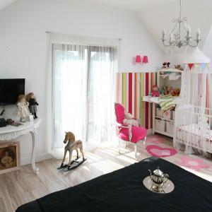 Sypialnia z kącikiem dla dziecka. Tak można ją urządzić