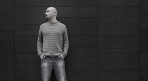 """Luca Nichetto czerpie m.in. pomysły wzornicze z życia codziennego, z muzyki i teledysków. Co, ciekawe, inspiracją dla krzesła """"Robo"""" był teledysk islandzkiej piosenkarki Bjork """"All is full of love"""" przedstawiający uczłowieczone robot"""