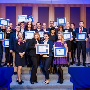 """Nagrody wręczono także zwycięzcom konkursu """"Łazienka - Salon Roku 2015"""", w którym wybrane zostały najlepsze salony z wyposażeniem łazienek w każdym województwie."""