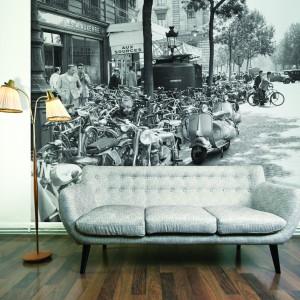 Nostalgicznie, lirycznie i bardzo efektownie. Fototapeta z czarno-białym zdjęciem z lat 20. minionego wieku z efektem głębi. Fot. Dekorink.pl.