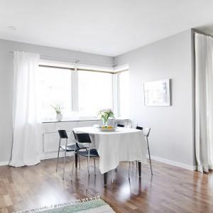 Przytulność we wnętrzach budują głównie tekstylia, obecne nie tylko w salonie i sypialniach, ale również w przestrzeni kuchni z jadalnią. Fot. Vastanhem.