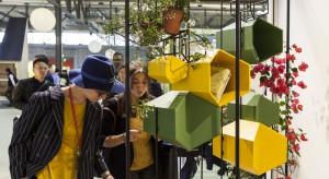 """Targi """"iSaloni"""" odnotowały w tym roku kolejny sukces. Święto designu w Mediolanie odwiedziło ponad 300 tysięcy osób. Była to także okazja do świętowania w ramach imprezy, 18 urodzin wystawy młodych projektantów """"Salone Satellite""""."""