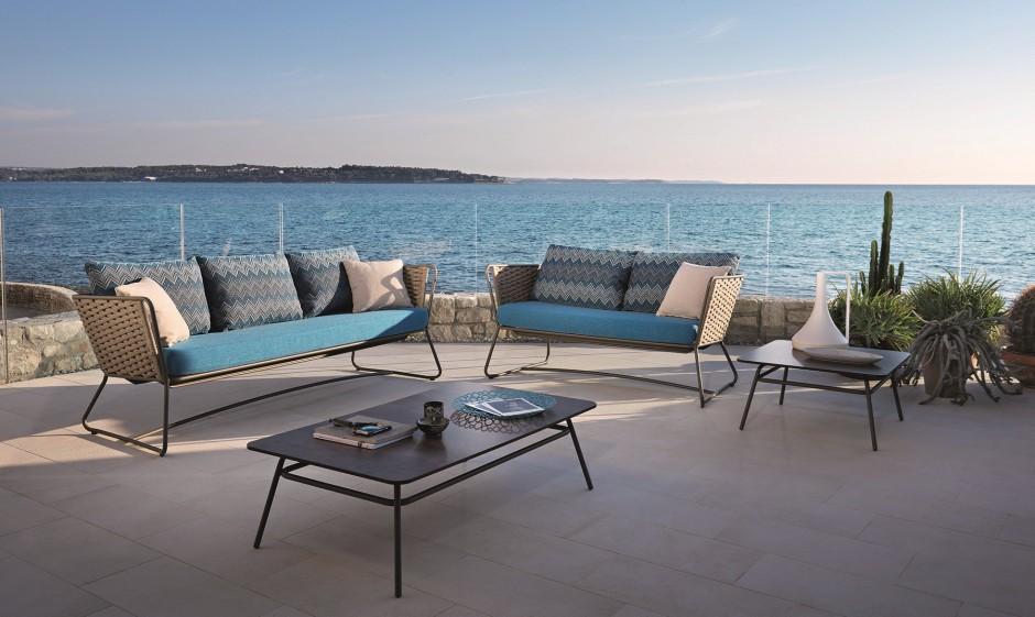 Kolekcja mebli Portofino. W najnowszej kolekcji znajdziemy wiele elementów: fotele, sofy, stoliki, które możemy dowolnie zestawiać i dopasowywać do wielkości naszego tarasu. Fot. Roberti Rattan.