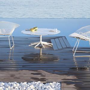 Lekkie, ażurowe formy siedzisk to najnowsza propozycja od marki Knoll. Fot. Knoll.
