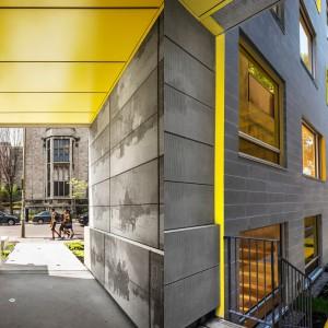 Wesoły charakter budynkowi nadaje mocny kolor żółty. Projekt: KANVA. Fot. Marc Cramer.