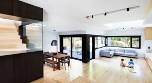 Stary dom z 1950 roku potrzebował gruntownego liftingu i powiększenia.Zobaczcie, jak z tym zadaniem poradzili sobie architekci.
