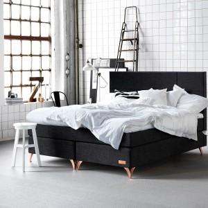 Nowoczesny mebel można wykorzystać jako łoże małżeńskie lub dwa osobne łóżka. Model jest zatem idealny dla par, które od czasu do czasu lubią się pokłócić. Fot. Carpe Diem Beds.