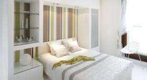 Biała sypialnia jest modna, jednak może sprawiać wrażenie chłodnej i nudnej. Dlatego warto przełamać aranżację odrobiną koloru. Jak to zrobić? Zobaczcie podpowiedzi architektów.