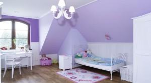 Styl angielski jest lekki, elegancki i romantyczny. Zobaczcie jak można zastosować go w pokoju małej dziewczynki.