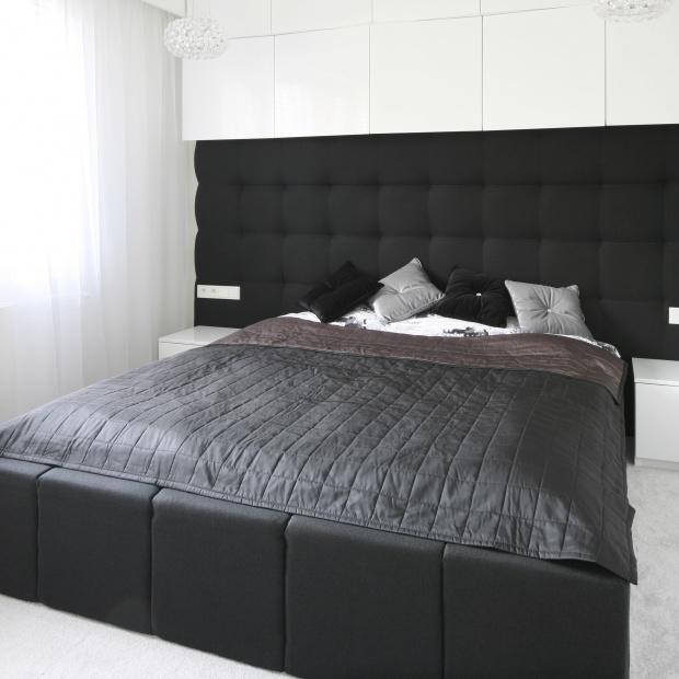 Nowoczesna sypialnia. Wnętrze z łazienką i garderobą