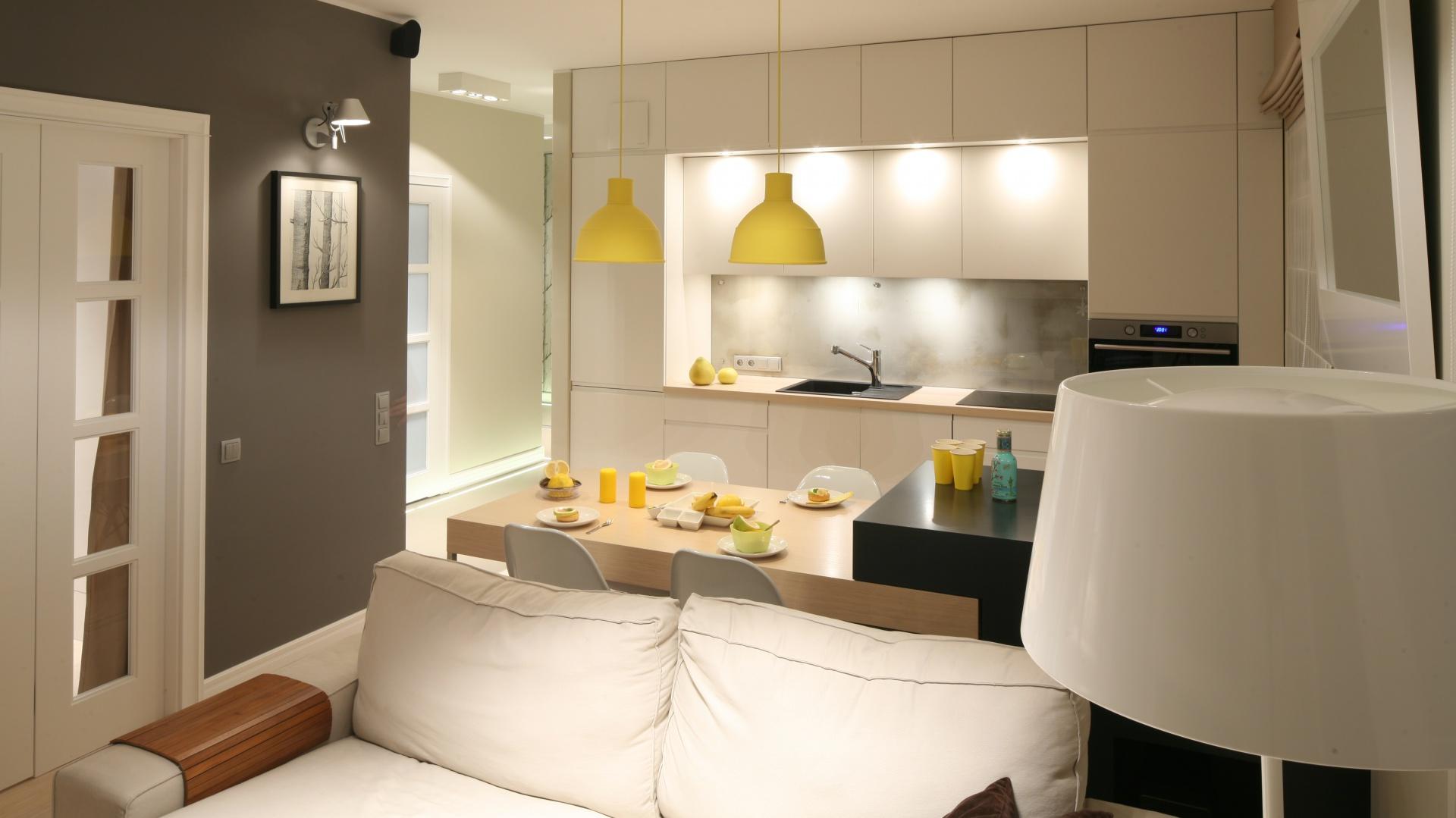 jak urz dzi ma y salon z aneksem 20 inspiracji z polskich dom w. Black Bedroom Furniture Sets. Home Design Ideas