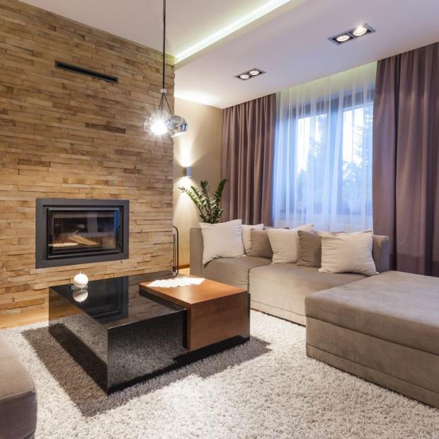 Przytulne wnętrze: elegancki dom w kolorach ziemi