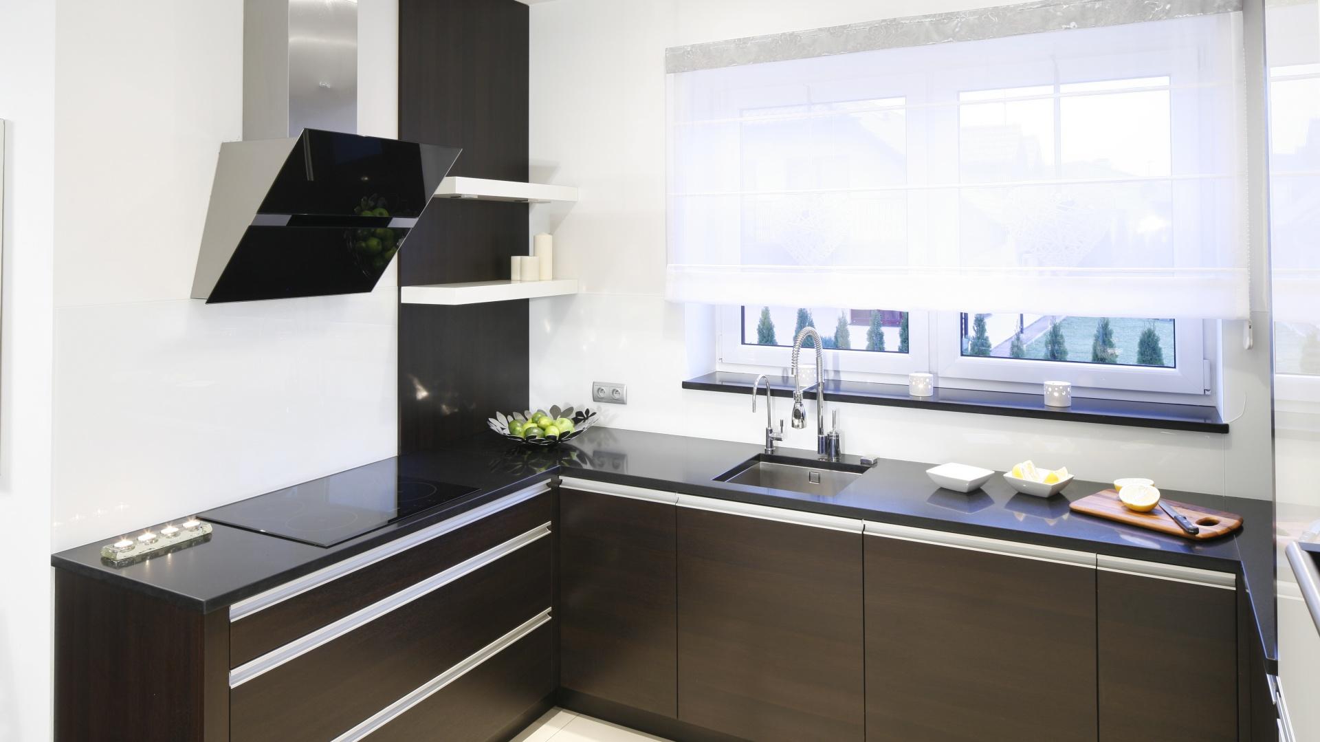 Funkcjonalna kuchnia Tak urządzisz strefę zmywania przy oknie  Galeria  Do   -> Kuchnia Funkcjonalna Na Saskiej Kepie
