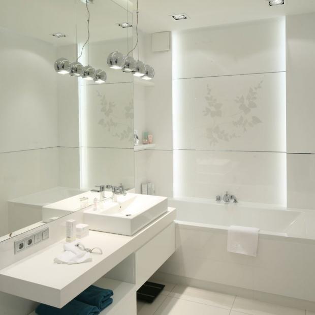 Biała łazienka – zobacz gotowe projekty architektów