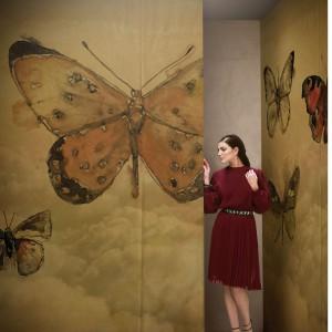 Motyw motyli jako ozdobny wzór we wnętrzach jest popularny. Wśród owadów, motyle wzbudzają najwięcej sympatii i są chętnie wykorzystywane w aranżacjach wnętrz przez projektantów. Fot. Wall and Deco.