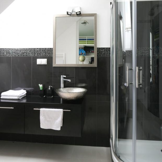 Nowoczesna łazienka. Zobacz jak urządzić ją w czerni