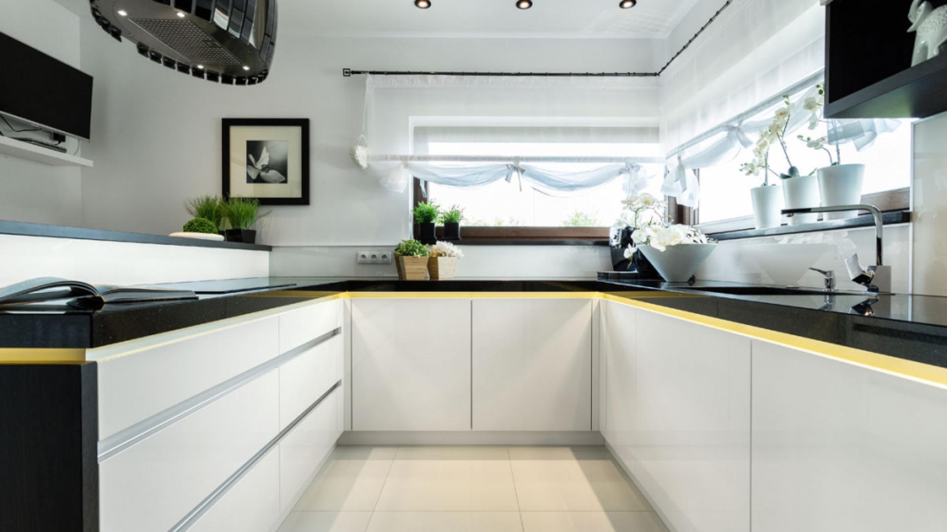 Klasyczne formy czy Biała kuchnia z czarnym blatem Sposób na eleganckie   -> Biala Kuchnia Czarny Blat