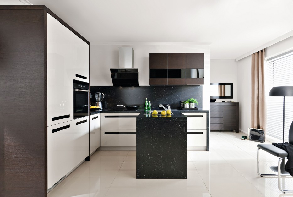 Biel i czerń można łączyć z Biała kuchnia z czarnym   -> Kuchnia Wenge Z Czarnym Blatem